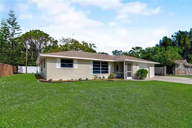 Photo of 588 YALE ROAD, VENICE, FL 34293 (MLS # A4484368)