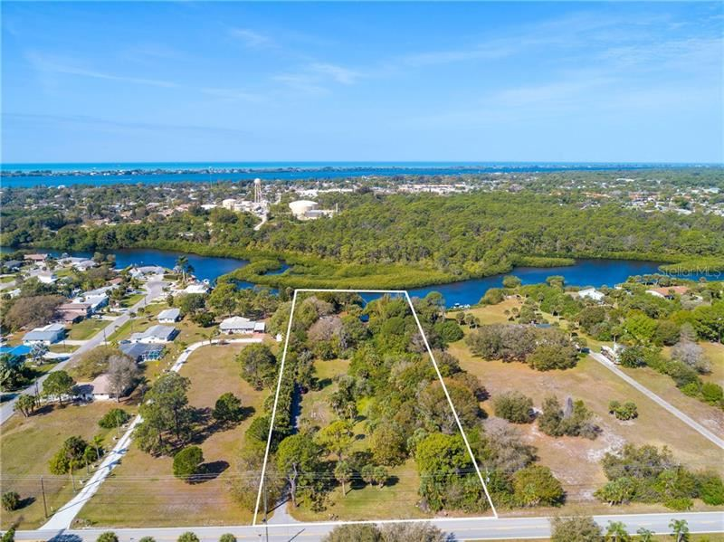 Photo of 360 S OXFORD DRIVE, ENGLEWOOD, FL 34223 (MLS # C7426381)