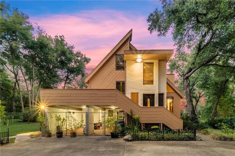 695 S BLUE LAKE AVENUE, Deland, FL 32724 - MLS#: V4911401