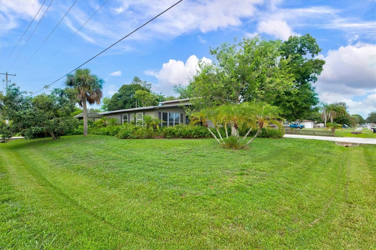 Photo of 836 CYPRESS AVENUE, VENICE, FL 34285 (MLS # N6116415)
