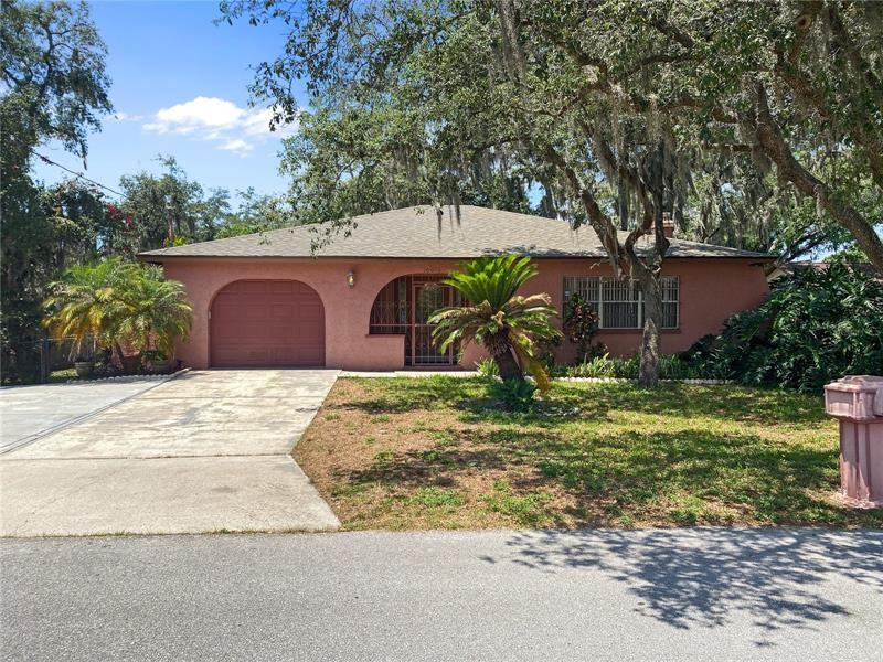 10016 N HYALEAH ROAD, Tampa, FL 33617 - #: U8122421