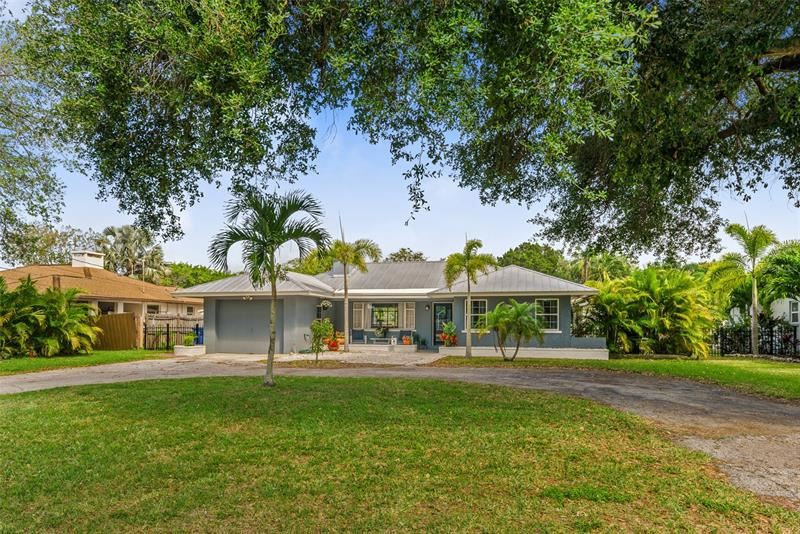 Photo of 221 MAGELLAN DRIVE, SARASOTA, FL 34243 (MLS # A4497454)