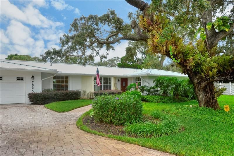 Photo of 7525 SUNDIAL TERRACE, SARASOTA, FL 34231 (MLS # A4478461)