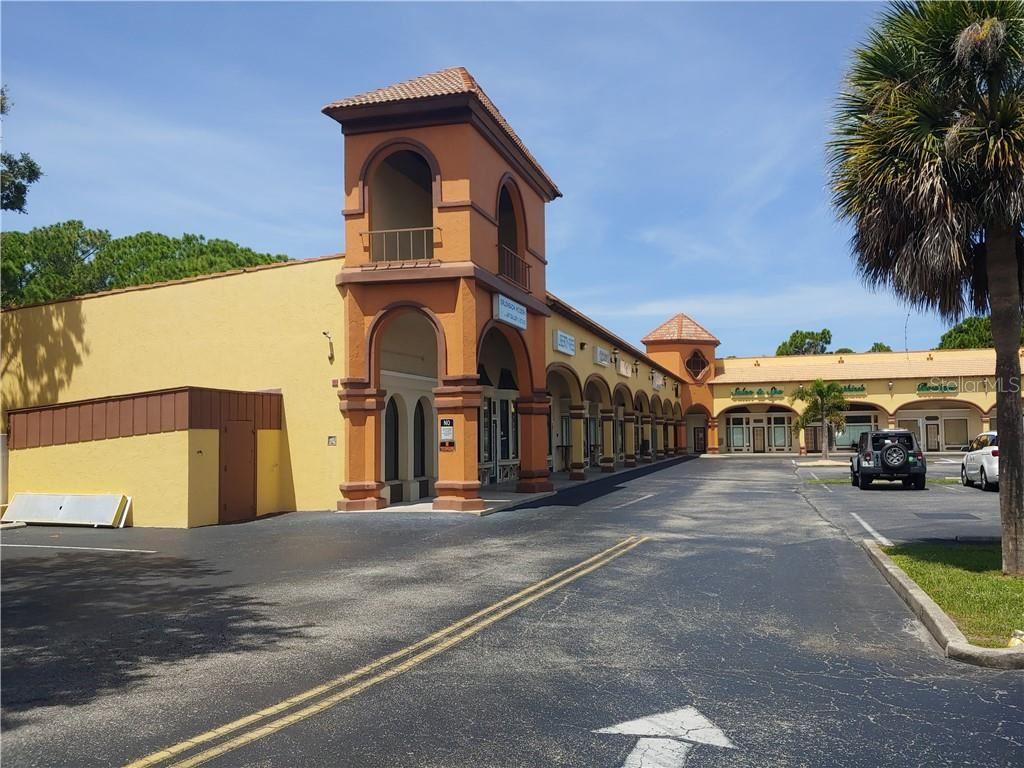 Photo of 612 N INDIANA AVENUE, ENGLEWOOD, FL 34223 (MLS # D6113492)