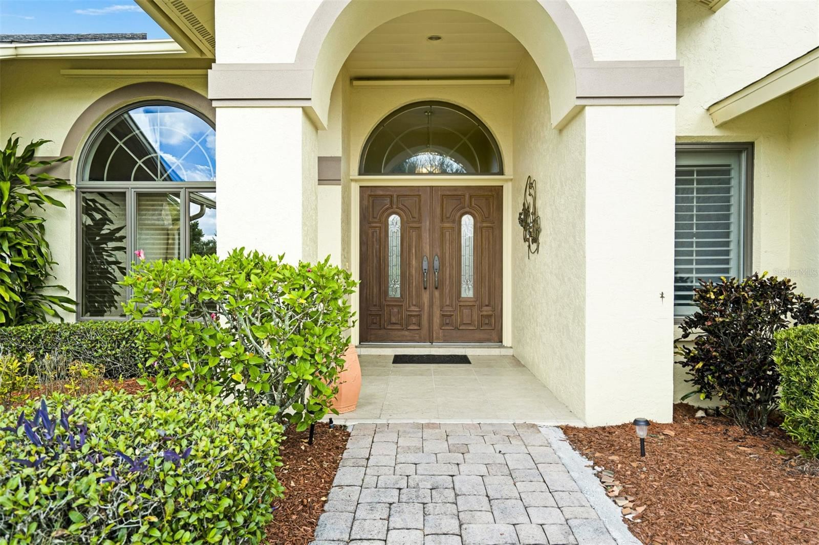 Photo of 5640 COUNTRY LAKES DR, SARASOTA, FL 34243 (MLS # A4515521)