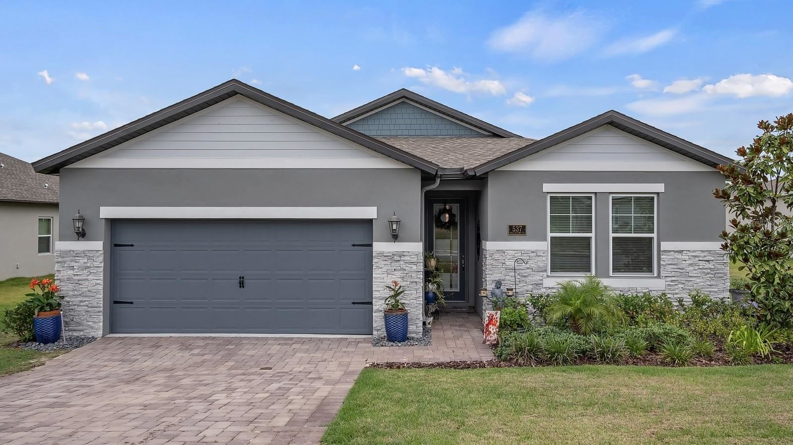 Photo of 537 BELLISSIMO PLACE, HOWEY IN THE HILLS, FL 34737 (MLS # G5043538)