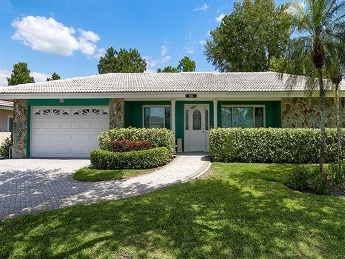 Photo of 980 EDEN ISLE DRIVE NE, ST PETERSBURG, FL 33704 (MLS # U8118539)