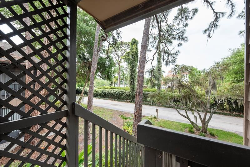 Photo of 1716 GLENHOUSE DRIVE #424, SARASOTA, FL 34231 (MLS # A4498555)