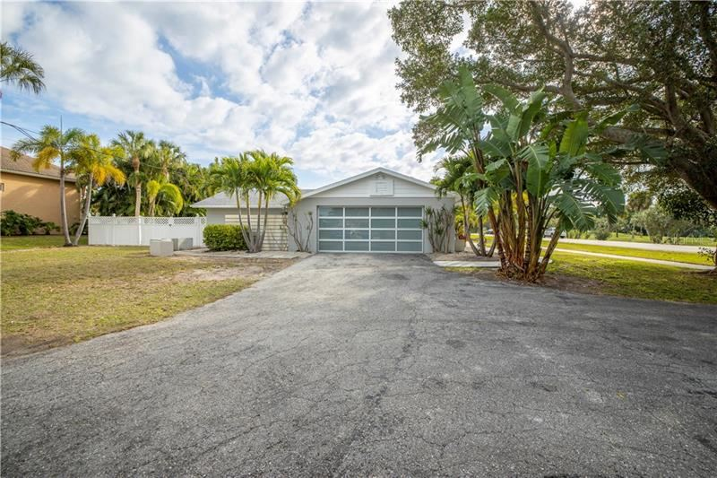 Photo of 500 SCHOONER LANE, LONGBOAT KEY, FL 34228 (MLS # A4487576)