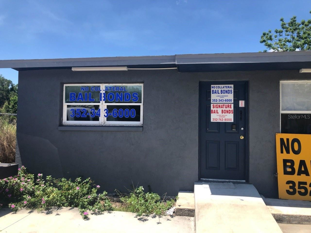 Photo for 814 W MAIN STREET, TAVARES, FL 32778 (MLS # O5960595)