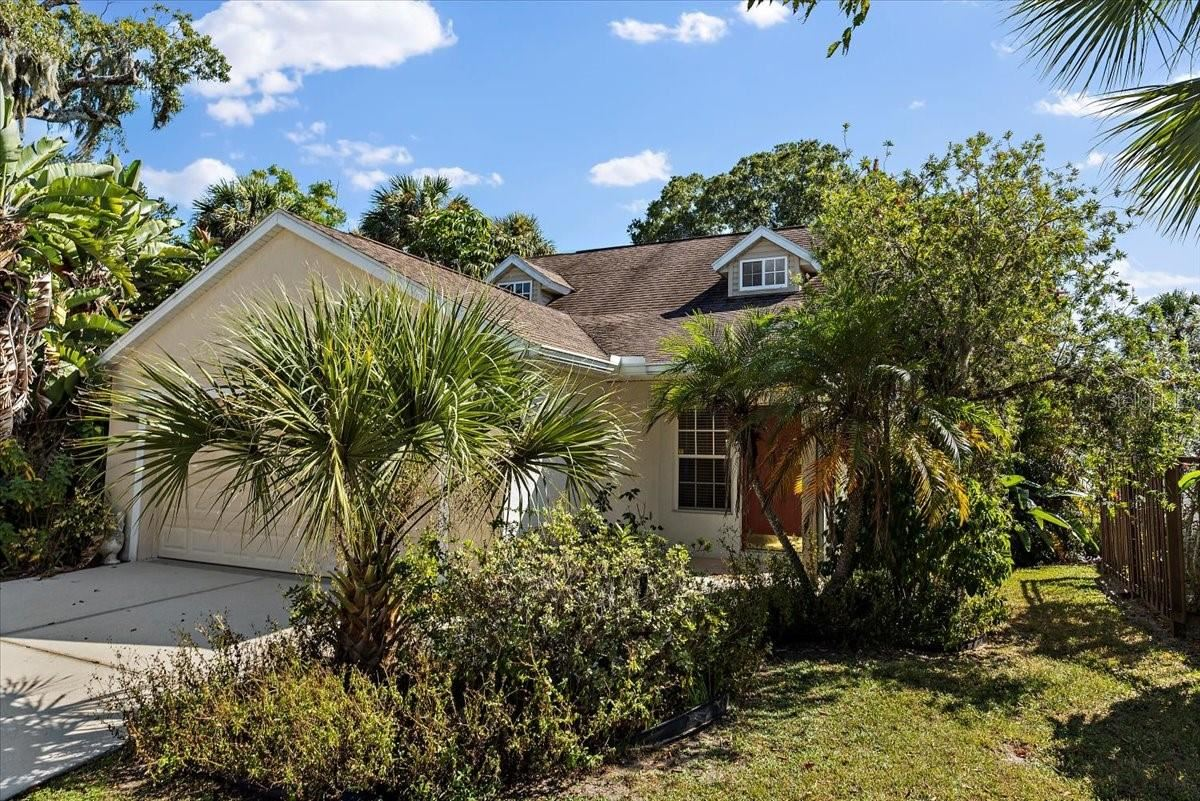 Photo of 1028 LAUREL AVENUE, VENICE, FL 34285 (MLS # A4513645)