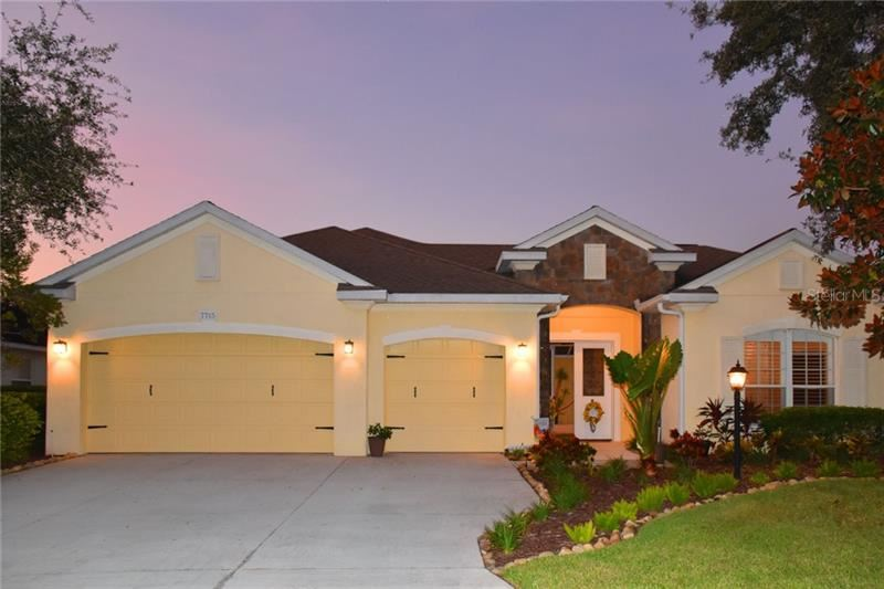 Photo of 7715 DRAYTON CIRCLE, UNIVERSITY PARK, FL 34201 (MLS # A4466647)