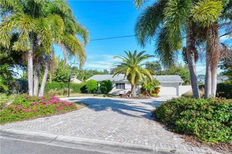 Photo of 1113 RIVIERA STREET, VENICE, FL 34285 (MLS # A4475655)