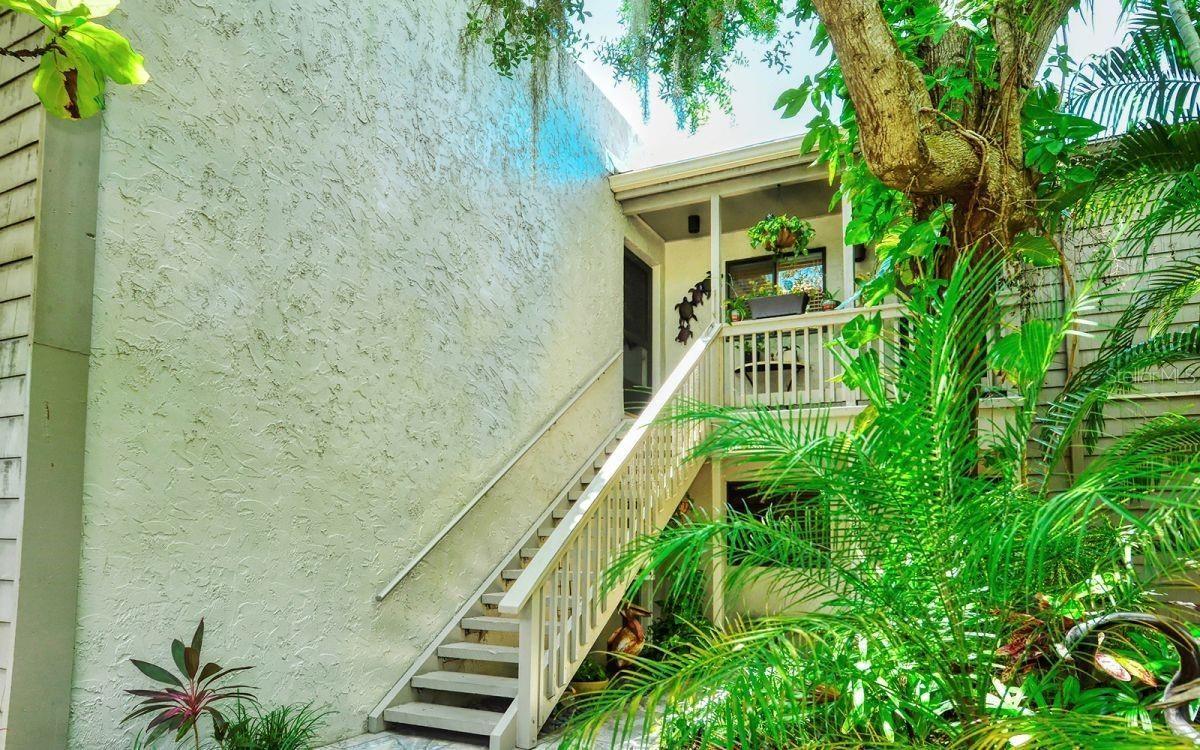 Photo of SARASOTA, FL 34231 (MLS # A4511661)