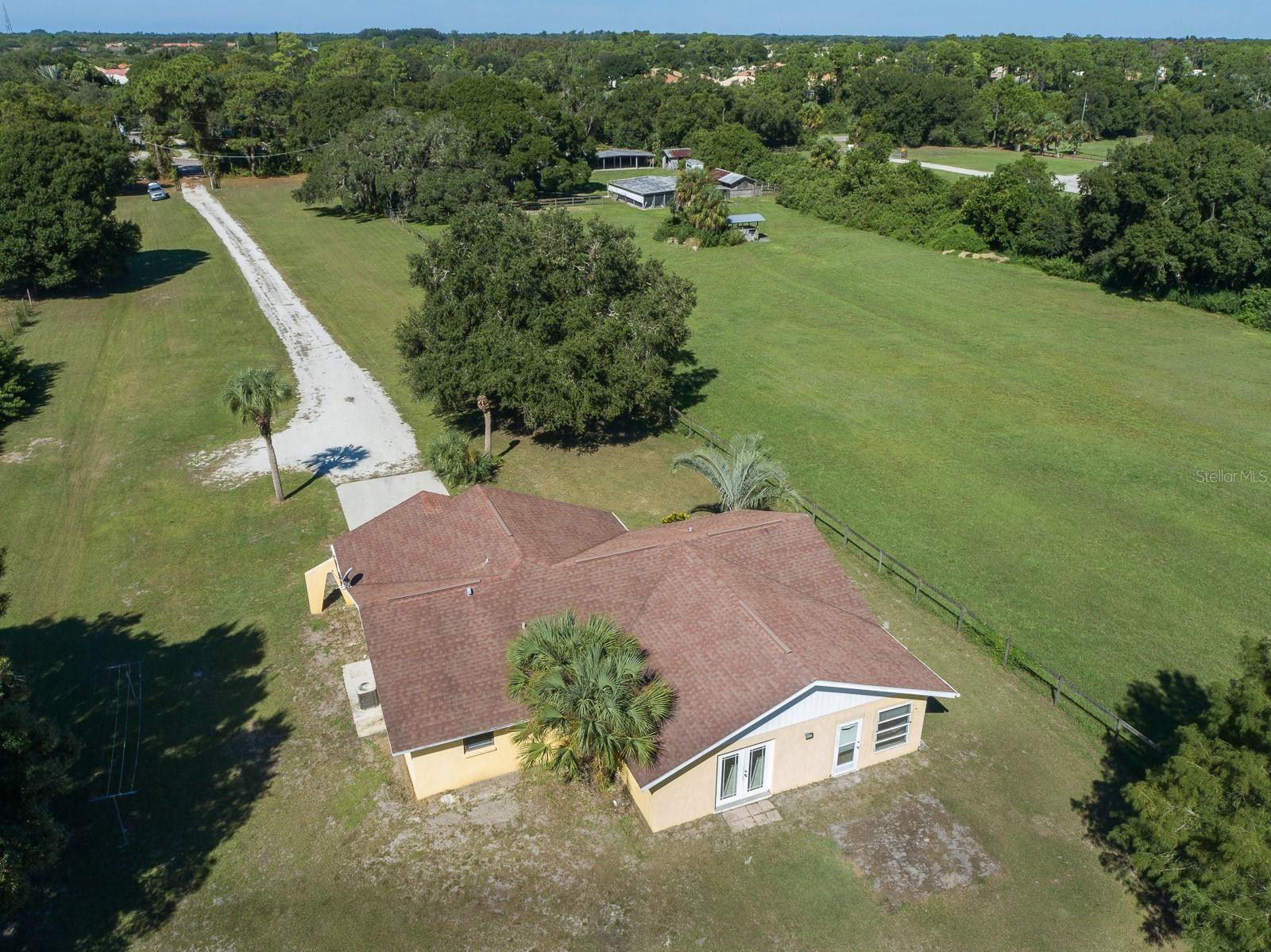 Photo of 742 N AUBURN ROAD, VENICE, FL 34292 (MLS # A4514670)