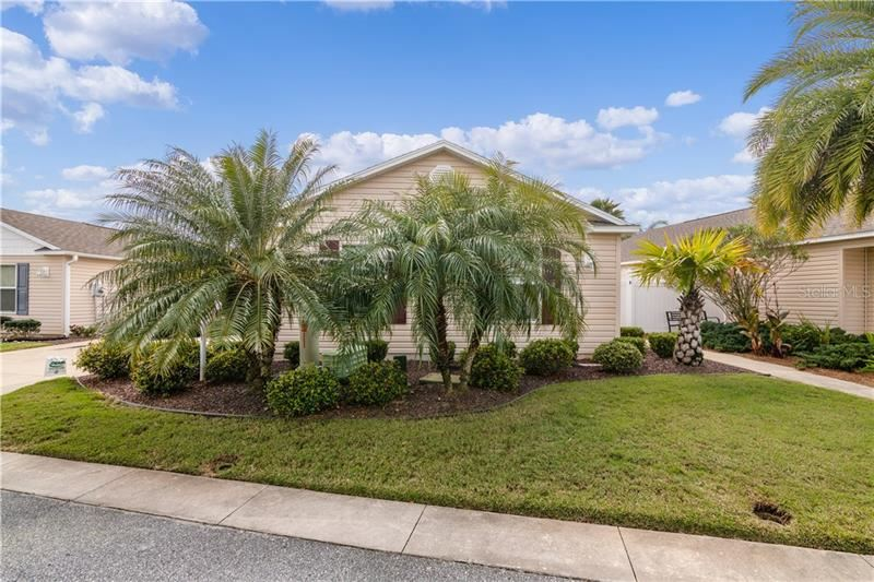 Photo of 876 AMBER COURT, THE VILLAGES, FL 32163 (MLS # G5038682)