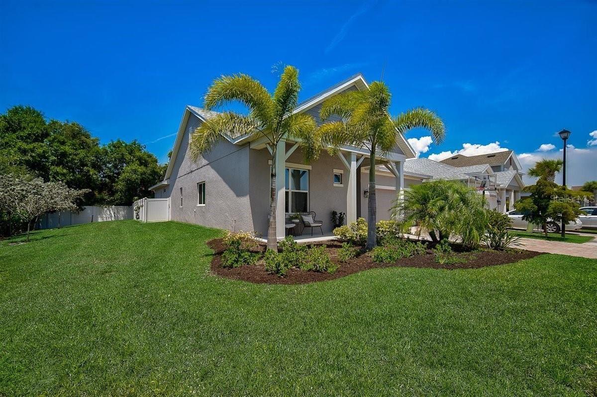 Photo of 5250 TWINFLOWER LANE, SARASOTA, FL 34233 (MLS # A4501739)