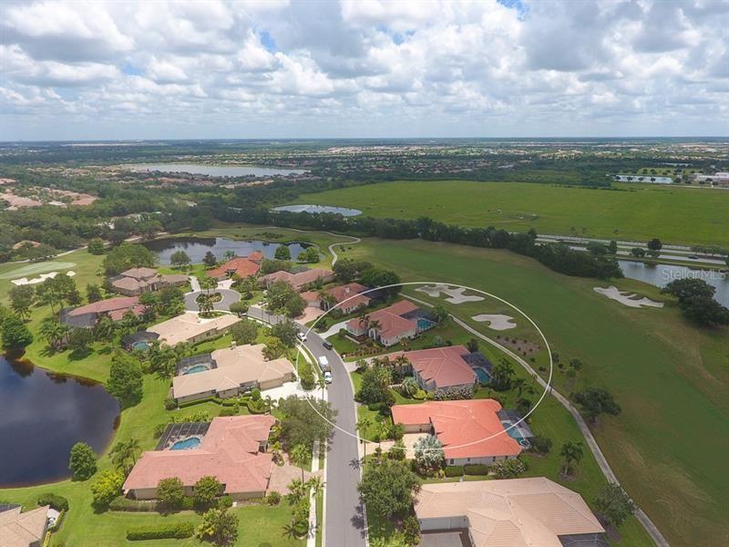 Photo of 7210 ASHLAND GLEN, LAKEWOOD RANCH, FL 34202 (MLS # A4472742)