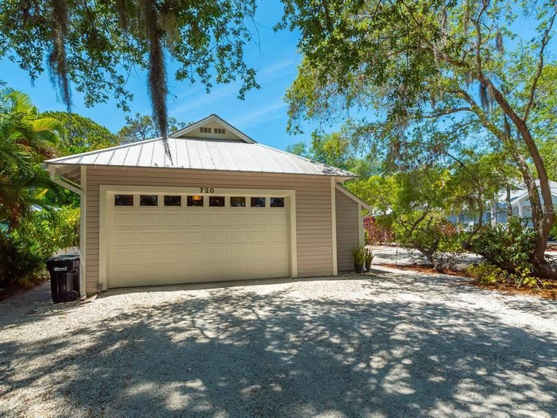 Photo of 720 EAGLE POINT DRIVE, VENICE, FL 34285 (MLS # A4496751)