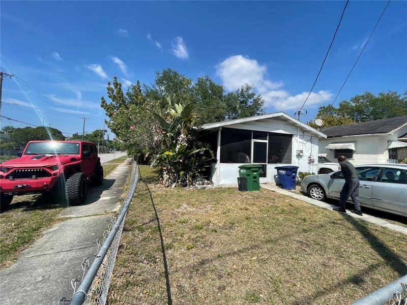 1402 E 24TH AVENUE, Tampa, FL 33605 - MLS#: U8123758