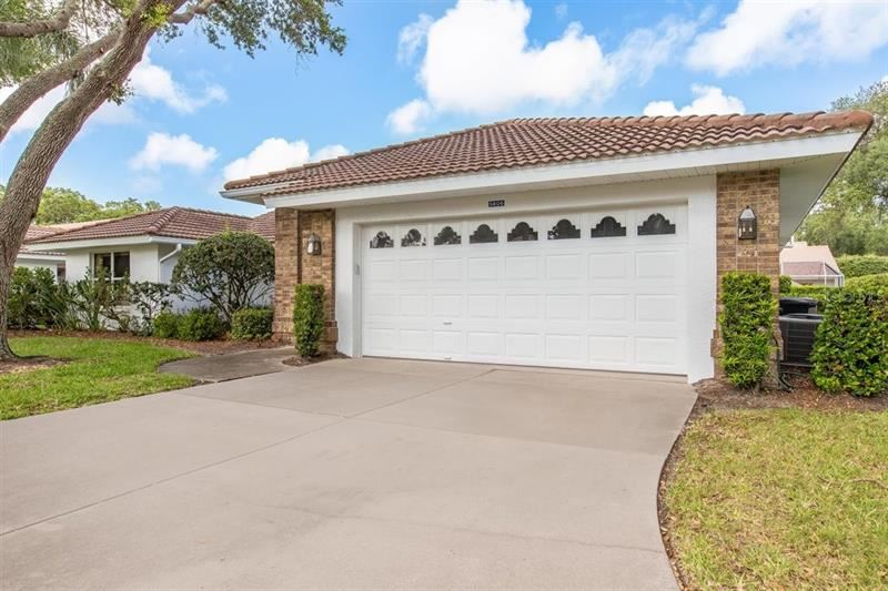 Photo of 5806 GARDEN LAKES MAJESTIC, BRADENTON, FL 34203 (MLS # A4498766)