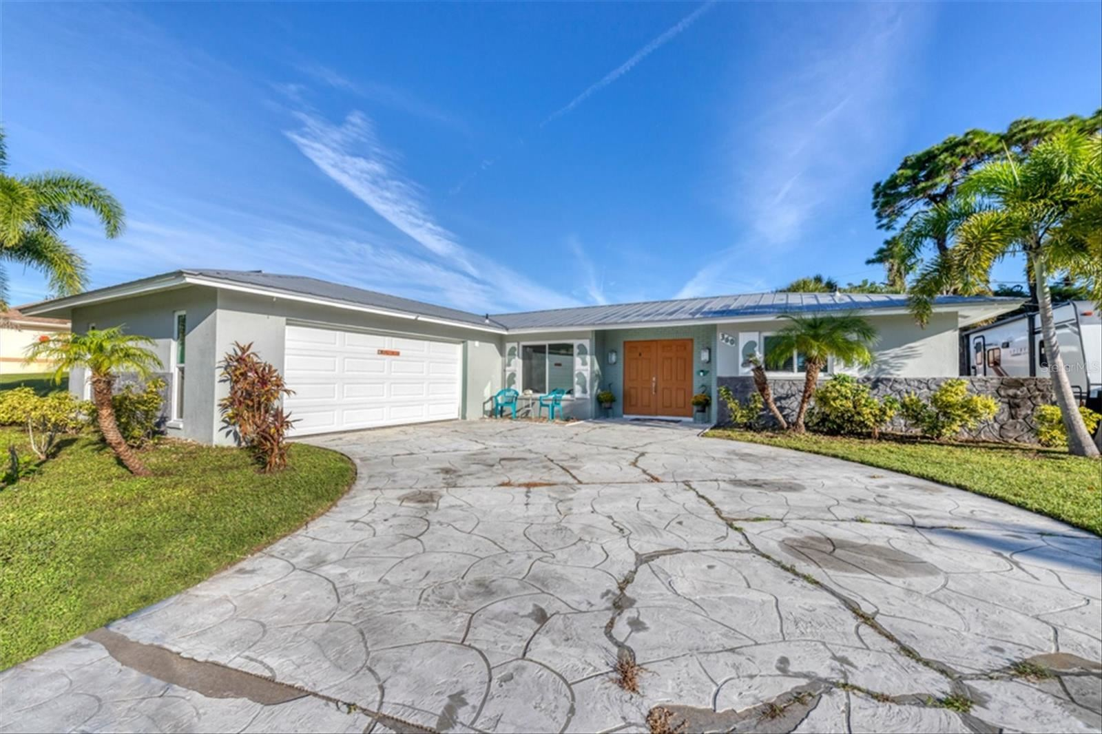 Photo of 360 E WENTWORTH CIRCLE, ENGLEWOOD, FL 34223 (MLS # D6121778)