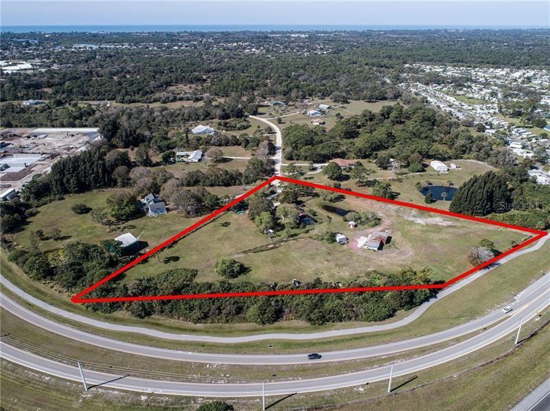 Photo of 1110 TWIN LAUREL BOULEVARD, NOKOMIS, FL 34275 (MLS # N6108792)