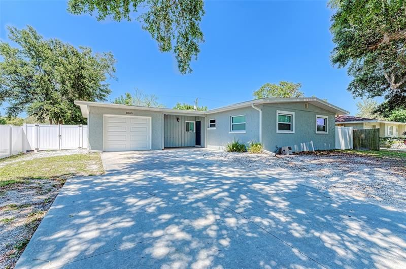 Photo of 5005 BEE RIDGE ROAD, SARASOTA, FL 34233 (MLS # A4499802)