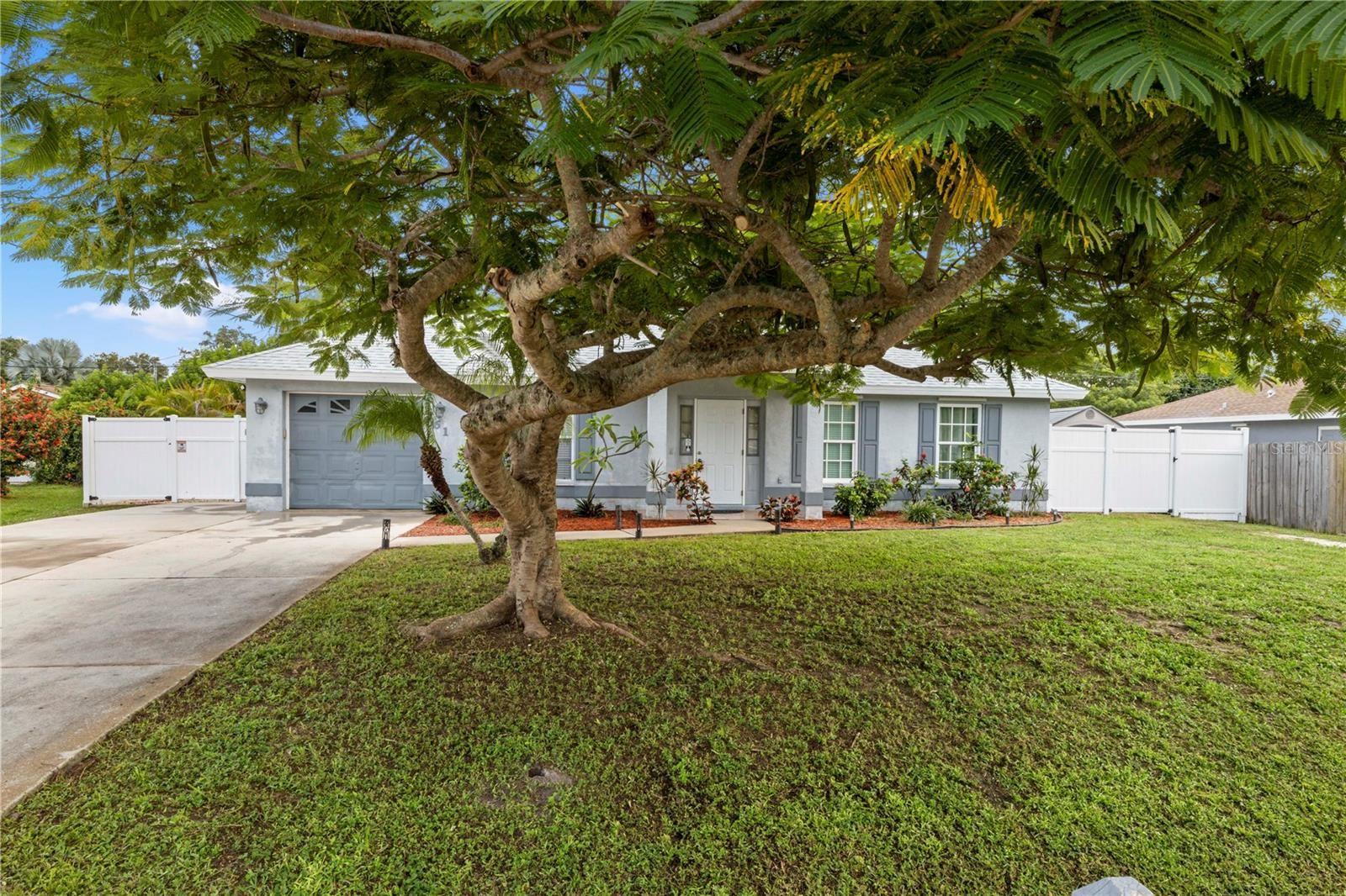 Photo of 561 CYPRESS ROAD, VENICE, FL 34293 (MLS # A4512813)