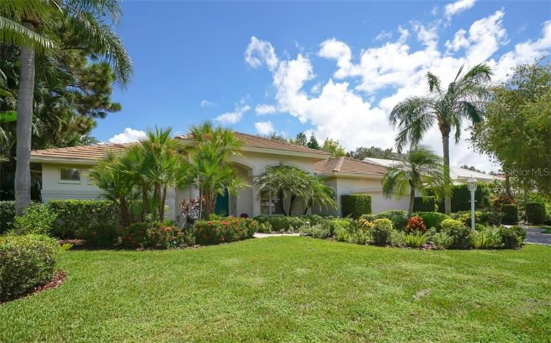 Photo of 6652 SAINT JAMES CROSSING, UNIVERSITY PARK, FL 34201 (MLS # A4477820)