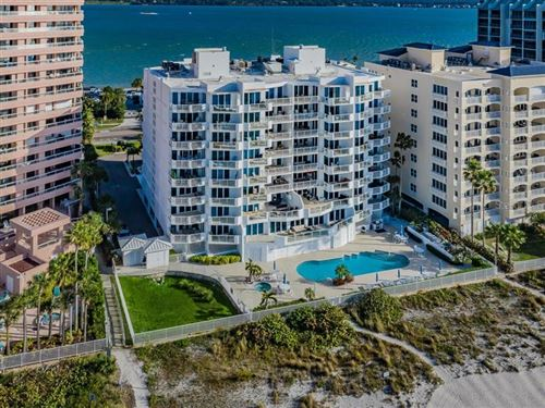 Photo of 1350 GULF BOULEVARD #404, CLEARWATER, FL 33767 (MLS # U8071832)
