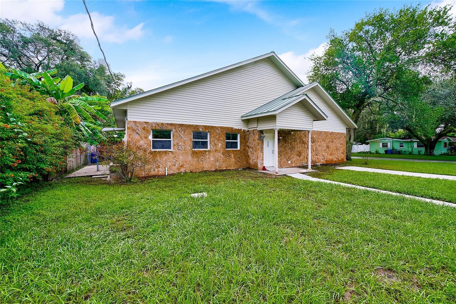 12401 N OAKLEAF AVENUE, Tampa, FL 33612 - #: T3328838