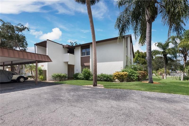Photo of 6061 FAIRWAY LANE #1411, BRADENTON, FL 34210 (MLS # U8096844)