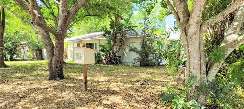 Photo of 1450 S JEFFERSON AVENUE, SARASOTA, FL 34239 (MLS # A4494845)