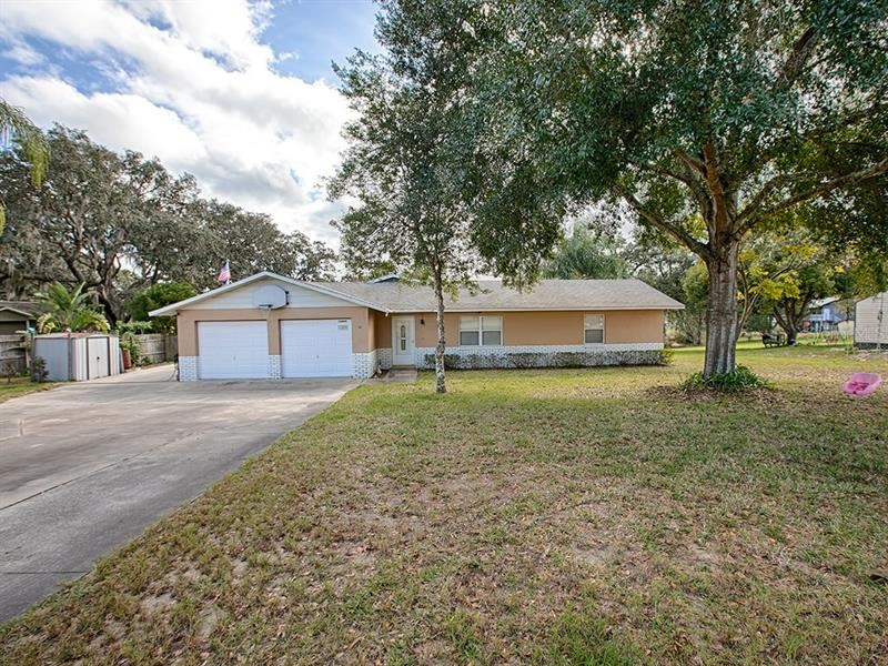 Photo for 10800 CLAIRE DRIVE, LEESBURG, FL 34788 (MLS # G5024848)