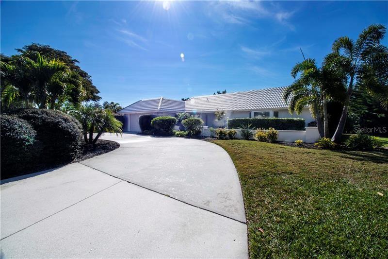Photo of 320 BOB WHITE WAY, SARASOTA, FL 34236 (MLS # A4481884)