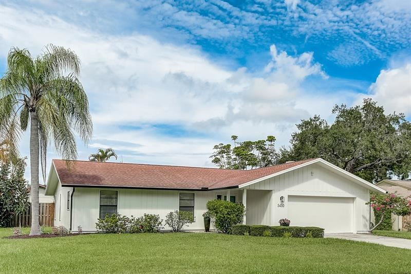 Photo of 5450 CREEPING HAMMOCK DRIVE, SARASOTA, FL 34231 (MLS # A4478886)