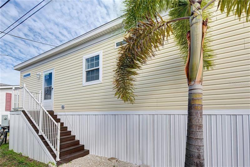 Photo of 104 1ST AVENUE, VENICE, FL 34285 (MLS # N6113900)