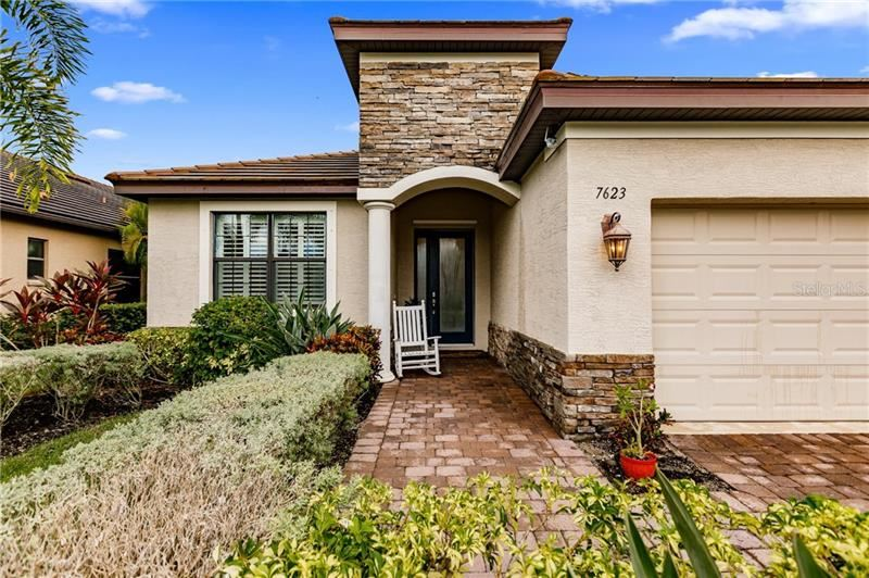 Photo of 7623 RIO BELLA PLACE, UNIVERSITY PARK, FL 34201 (MLS # U8098904)