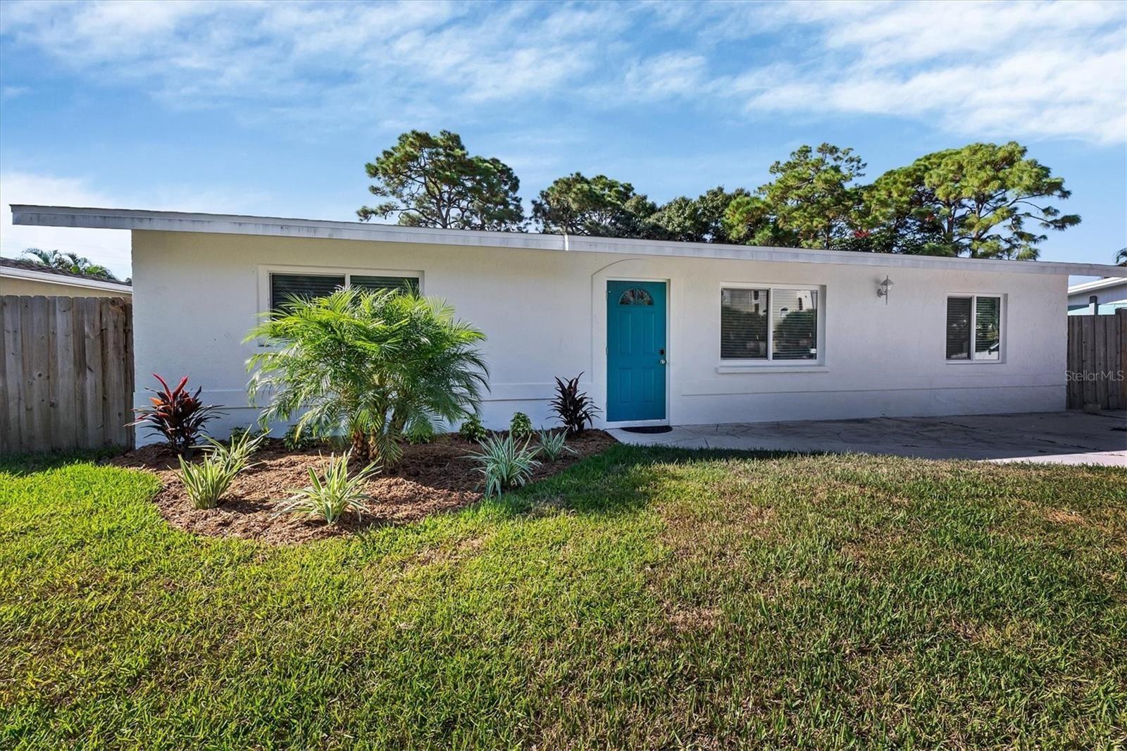 Photo of 320 FIELD AVENUE E, VENICE, FL 34285 (MLS # N6117920)