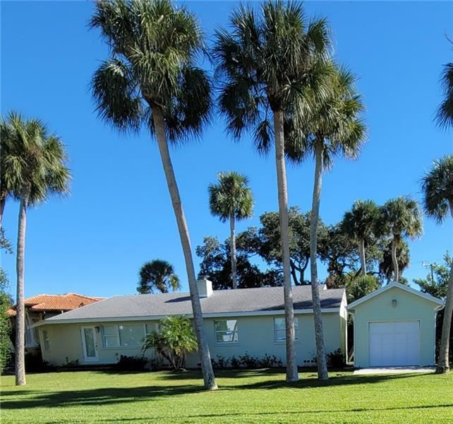 Photo of 833 LAGUNA DRIVE, VENICE, FL 34285 (MLS # N6112922)