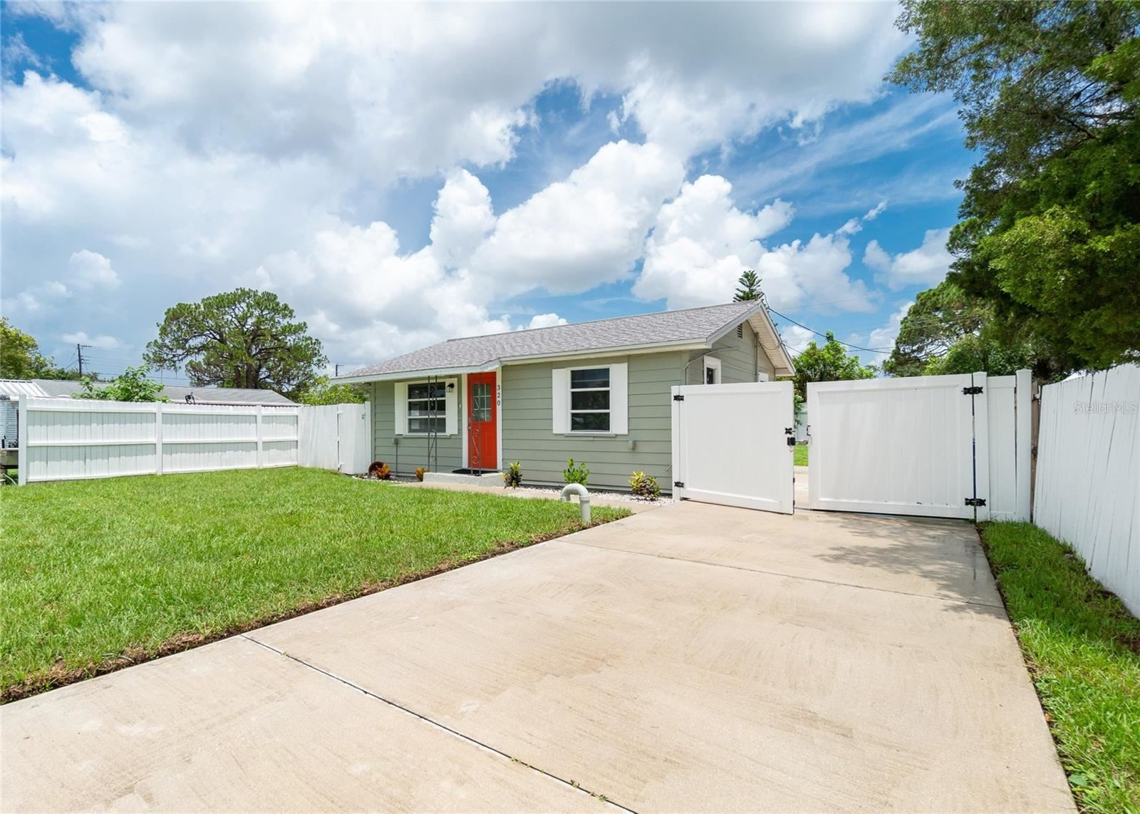 Photo of 320 E LANGSNER STREET, ENGLEWOOD, FL 34223 (MLS # A4506961)