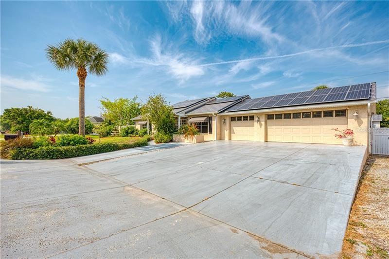 Photo of 988 SENECA ROAD, VENICE, FL 34293 (MLS # N6109966)