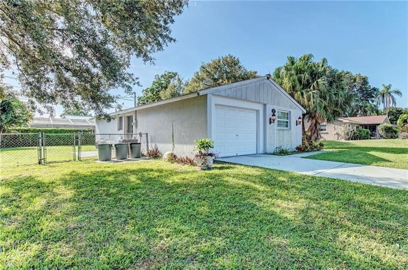 Photo of 341 VICTORIA RD, VENICE, FL 34293 (MLS # A4488970)