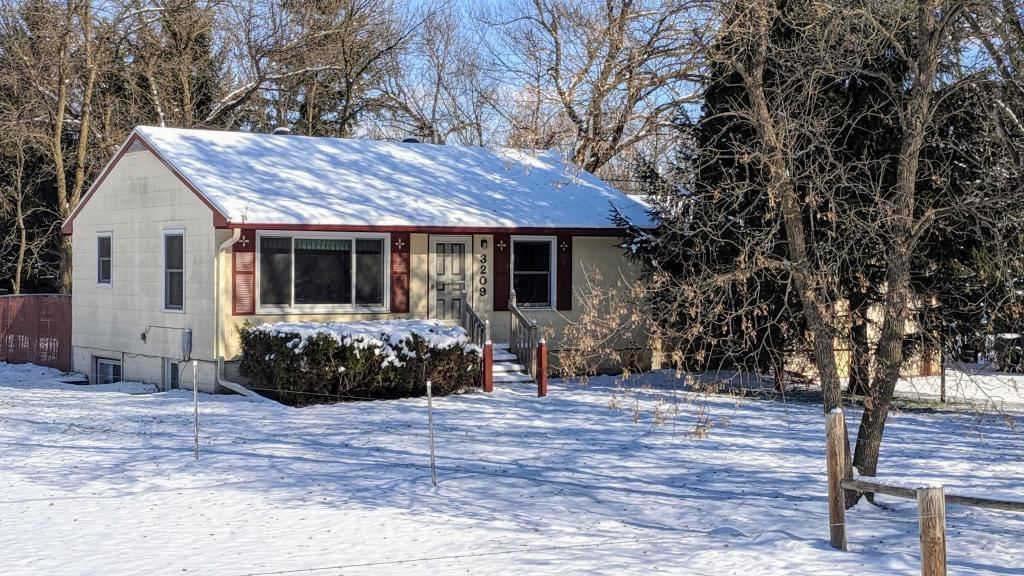 Photo for 3209 Pinewood Road SE, Rochester, MN 55904 (MLS # 5331024)