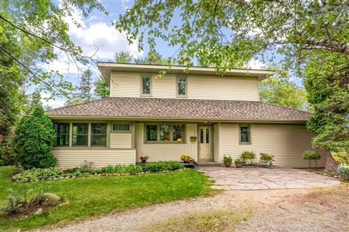 Photo of 2739 S Lake Avenue, Duluth, MN 55802 (MLS # 5646107)