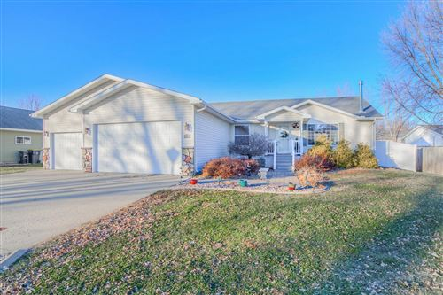 Photo of 402 Forest Heights Drive, North Mankato, MN 56003 (MLS # 5690120)