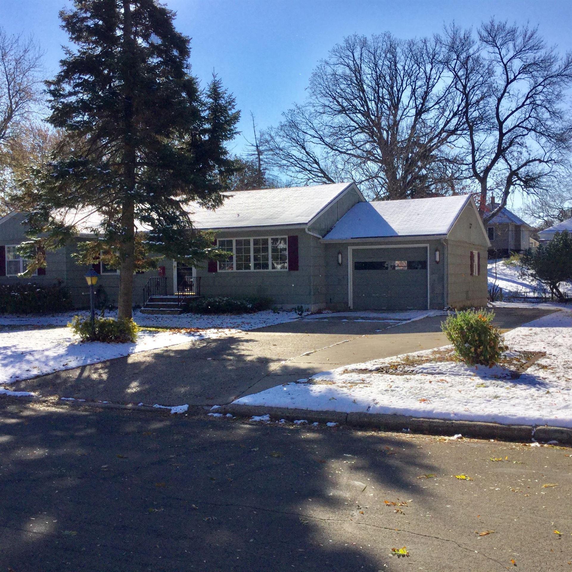 Photo of 316 Burr Oak Drive, Albert Lea, MN 56007 (MLS # 5679124)
