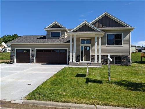 Photo of 946 Golfview Avenue, Zumbrota, MN 55992 (MLS # 5431133)