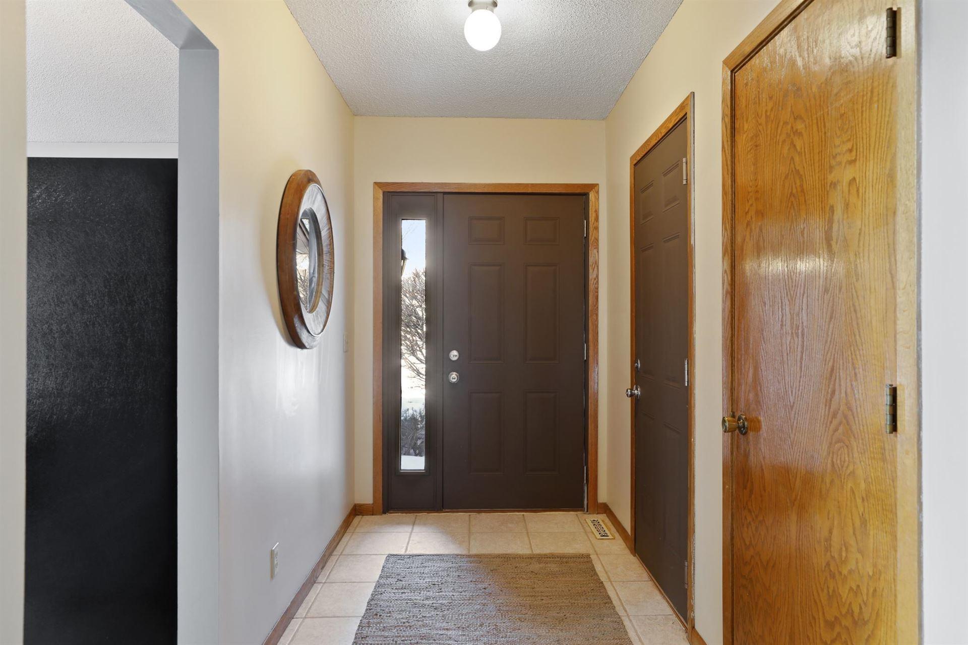 Photo of 1305 Rushmore Crescent, Burnsville, MN 55306 (MLS # 5716163)